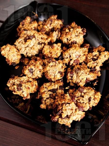 Домашни курабии с овесени ядки, стафиди и фурми (вкусни и здравословни сладки) - снимка на рецептата